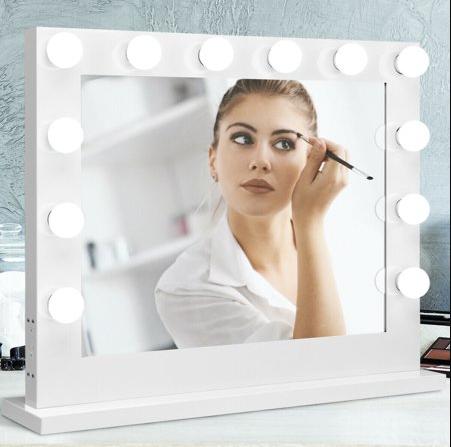 Test av sminkspegel med belysning